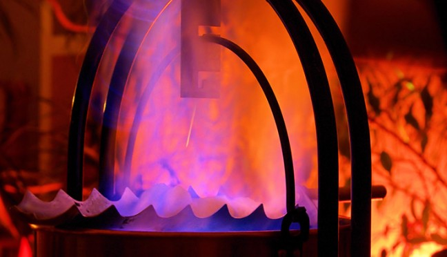 Eine Feuerzangenbowle richtig zubereiten