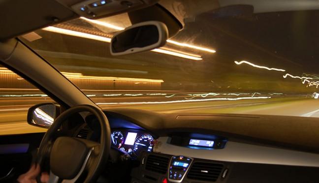 Die Lichthupe – wann ist der Einsatz strafbar?