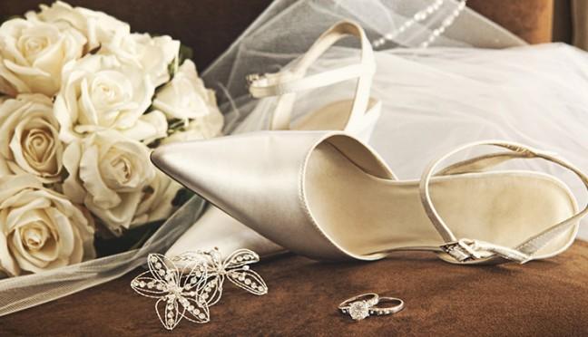 Modische Accessoires für Braut und Bräutigam