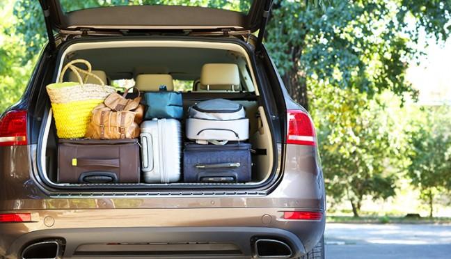 Bei einer langen Fahrt mit dem Auto in den Urlaub richtig planen