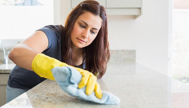 Die Wohnung aufräumen – so klappt es in Rekordzeit